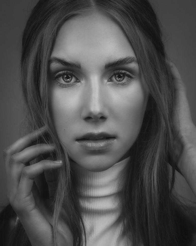 Portrait of a young woman by Moncton photographer, Jason bowie